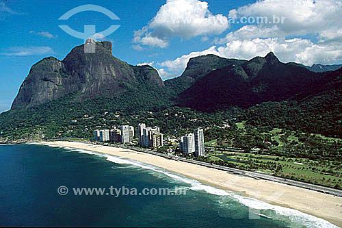 Vista aérea da Praia de São Conrado com a Pedra da Gávea   à esquerda - Rio de Janeiro - RJ - Brasil  Patrimônio Histórico Nacional desde 08-08-1973.  - Rio de Janeiro - Rio de Janeiro - Brasil