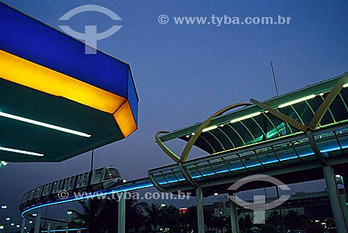Monotrilho que circula ao redor do Barra Shopping à esquerda - Rio de Janeiro - RJ - Brasil  - Rio de Janeiro - Rio de Janeiro - Brasil