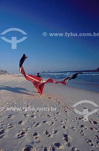 Kite surf na Praia da Barra da Tijuca - Rio de Janeiro - RJ - Brasil  - Rio de Janeiro - Rio de Janeiro - Brasil