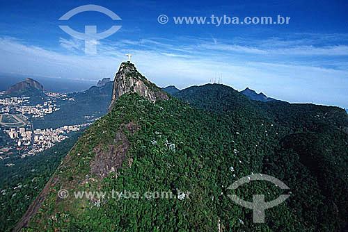 Cristo Redentor sobre o Morro do Corcovado com o Hipódromo da Gávea no canto esquerdo da foto e o Morro Dois Irmãos e a Pedra da Gávea ao fundo também à esquerda do Cristo - Rio de Janeiro - RJ - Brasil  /  Data: 2004
