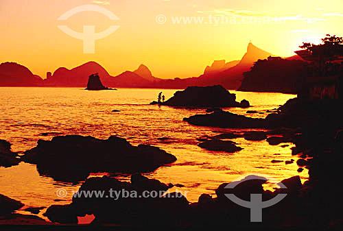 Pôr-do-sol no Rio de Janeiro visto do Parque da Cidade de Niterói - RJ - Brasil  - Rio de Janeiro - Rio de Janeiro - Brasil