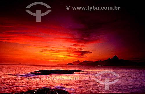Pôr-do-sol vermelho na Baía de Guanabara - Rio de Janeiro - RJ - Brasil  - Rio de Janeiro - Rio de Janeiro - Brasil