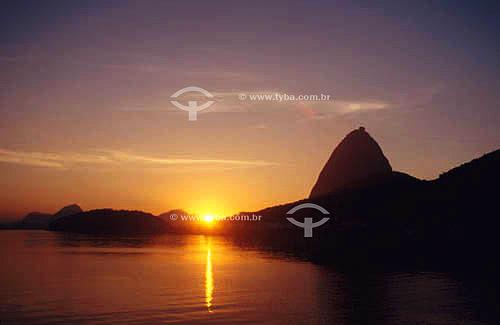 Sihueta do Pão de Açúcar ao nascer do sol - Rio de Janeiro - RJ - Brasil   - Rio de Janeiro - Rio de Janeiro - Brasil