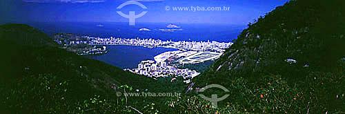 Lagoa Rodrigo de Freitas   vista da Estrada das Paineiras entre os morros da Floresta da Tijuca, tendo acima os prédios dos bairros de Ipanema e Leblon e as Ilhas Cagarras ao fundo; e parte do Hipódromo da Gávea à direita da Lagoa - Rio de Janeiro - RJ - Brasil  Patrimônio Histórico Nacional desde 19-06-2000.  - Rio de Janeiro - Rio de Janeiro - Brasil