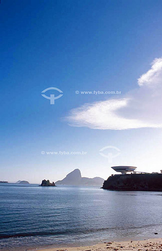 Vista da Praia das Flexas para o MAC com  o Pão de Açúcar ao fundo - Niterói - RJ - Brasil  - Niterói - Rio de Janeiro - Brasil