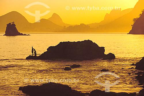 Paisagem da praia de Itapuca com montanhas do Rio de Janeiro ao fundo - Niterói - RJ - Brasil  - Niterói - Rio de Janeiro - Brasil