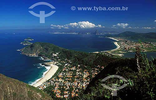 Praia de Itacoatiara vista do Morrão, praias de Camboinhas, Piratininga e Rio de Janeiro mais ao fundo - Niterói - RJ - Brasil - Julho 2002  - Niterói - Rio de Janeiro - Brasil