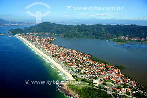 Vista aérea da praia e da lagoa de Piratininga - Niterói - RJ - Brasil - Novembro de 2006  - Niterói - Rio de Janeiro - Brasil