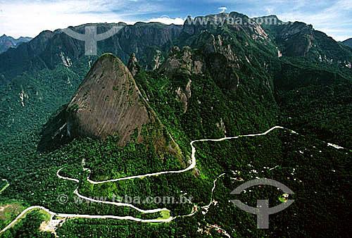 Desenho sinuoso formado pela Rodovia Rio-Teresópolis (BR-116) no Parque Nacional da Serra dos Órgãos - Teresópolis - Região serrana do estado do Rio de Janeiro - Brasil / Data: 2008