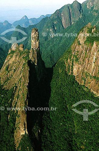 Dedo de Deus, pico assim denominado por sugerir a forma de um dedo indicador apontado para o céu - Parque Nacional da Serra dos Órgãos - Teresópolis - Região serrana do estado do Rio de Janeiro - Brasil / Data: 1996