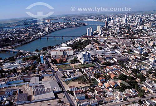 Visão aérea da cidade de Campos com Rio Paraíba do Sul - RJ - Brasil / Data: 2000