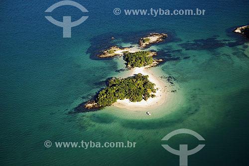 Vista aérea de pequenas ilhas na Baía de Angra - Costa Verde - Angra dos Reis - RJ - Brasil. Data: 2007
