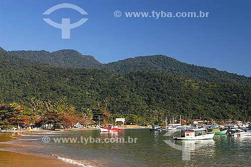 Barcos ancorados no mar na Vila do Abraão - Ilha Grande - Litoral sul do Rio de Janeiro - Brasil  - 2005                                      - Angra dos Reis - Rio de Janeiro - Brasil
