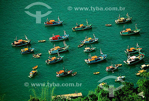 Barcos em Provetá - Ilha Grande - APA dos Tamoios - Baía de Angra dos Reis - Costa Verde - RJ - Brasil - 2002  - Angra dos Reis - Rio de Janeiro - Brasil