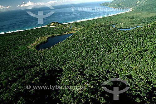 Vista aérea da Reserva Biológica Estadual da Praia do Sul com o canal que liga as águas do mar e das lagoas - Ilha Grande - APA dos Tamoios - Baía de Angra dos Reis - Costa Verde - RJ - Brasil / Data: 1996