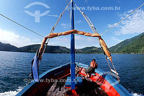 Barco de pesca - Ilha Grande - RJ - Brasil  - Angra dos Reis - Rio de Janeiro - Brasil