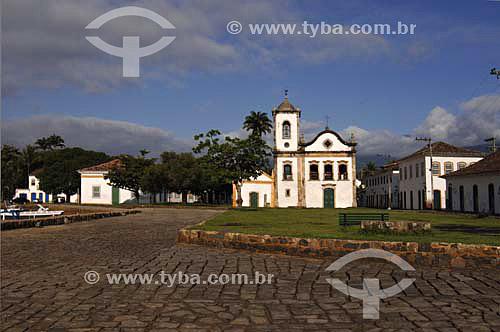 Praça em Paraty com Igreja Santa Rita ao fundo - RJ - Brasil  - Paraty - Rio de Janeiro - Brasil