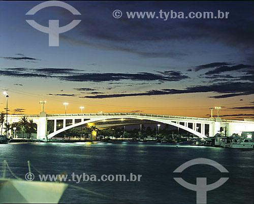 Ponte Velha sobre canal do Itajurú - Cabo Frio - RJ - Brasil  - Cabo Frio - Rio de Janeiro - Brasil