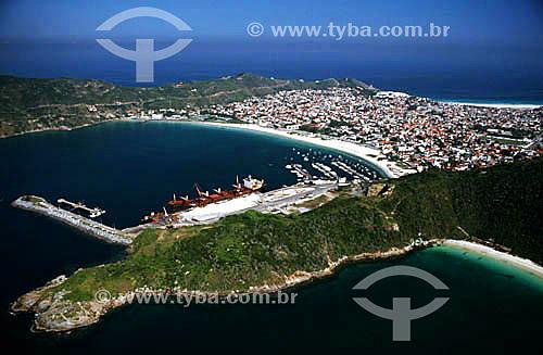 Vista aérea da Praia dos Anjos tendo à direita com a marina dos pescadores, o Porto do Forno e o morro do Pontal do Atalaia.- Arraial do Cabo - Costa do Sol - Região dos Lagos - RJ - Brasil  - Cabo Frio - Rio de Janeiro - Brasil