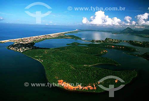 Assunto: Vista aérea das falésias e mata de restinga da Área de Proteção Ambiental de Maricá   / Local: Maricá - Rio de Janeiro (RJ) - Brasil / Data: 2006