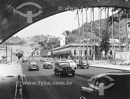 Carros entrando no Tunel Novo -  Botafogo - Rio de Janeiro - RJ - Brasil - Setembro 1953  - Rio de Janeiro - Rio de Janeiro - Brasil