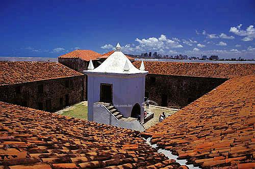 Torre cercada por telhas no Forte dos Reis Magos - Rio Grande do Norte - Brasil  O Forte, atualmente, funciona como Museu de Artes Populares e é Patrimônio Histórico Nacional desde 13-05-1949.   - Natal - Rio Grande do Norte - Brasil