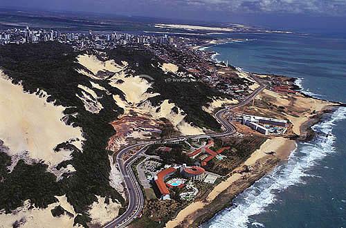 Vista aérea dos hotéis da Via Costeira - Natal - Rio Grande do Norte - Brazil / Data: 2002