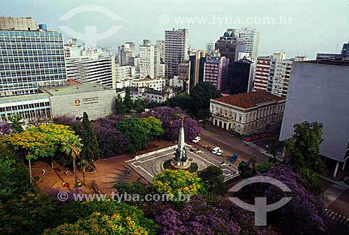 Árvores e prédios em volta da praça Marechal Floriano ou Matriz - Porto Alegre -  Rio Grande do Sul - Brazil   - Porto Alegre - Rio Grande do Sul - Brasil