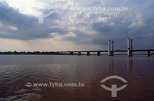 Ponte sobre o Rio Guaíba - Porto Alegre - Rio Grande do Sul - Brasil  - Porto Alegre - Rio Grande do Sul - Brasil