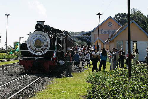 Trem para passeio com turistas na serra gaúcha - Rota dos espumantes  - Garibaldi - Rio Grande do Sul - Brasil