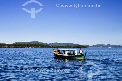 Barco na costa da lagoa - Lagoa da Conceição - Florianópolis - SC - Brasil  - Florianópolis - Santa Catarina - Brasil