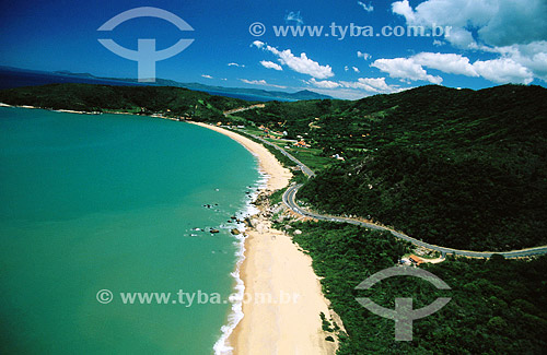 Taquaras - estrada na beira da praia, rodovia - litoral de Santa Catarina - Brasil  - Santa Catarina - Brasil