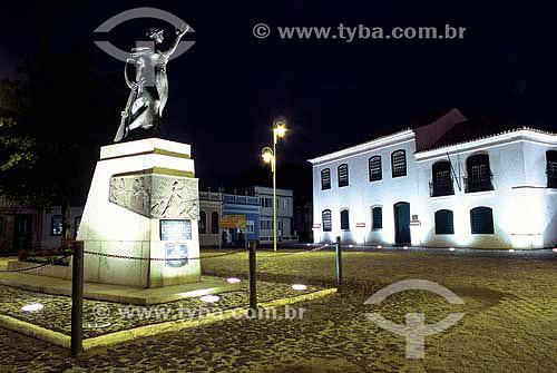Estátua de Anita Garibaldi na Praça República Juliana - Laguna - Santa Catarina - Brasil - Novembro 2003  - Laguna - Santa Catarina - Brasil