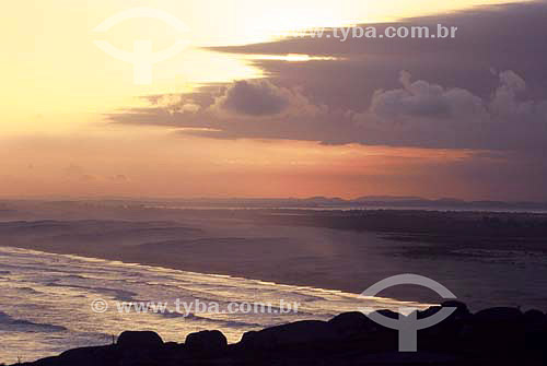 Pôr do sol na Praia do Cardoso - Laguna - SC - Brasil  - Laguna - Santa Catarina - Brasil