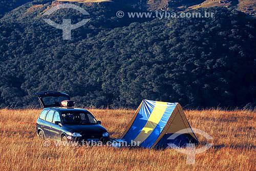 Carro e barraca de camping em Campos de Altitude - Serra da Boa Vista - Rancho Queimado - Santa Catarina - Brasil - Maio 2005  - Rancho Queimado - Santa Catarina - Brasil