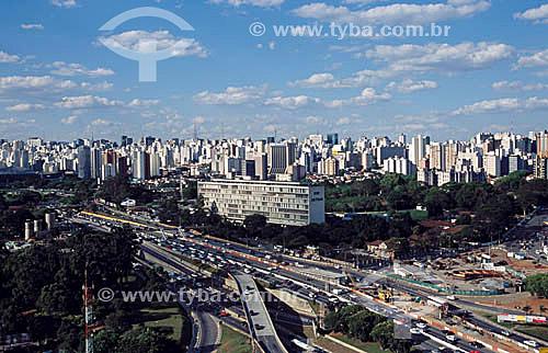Av. 23 de maio - Jardins - Prédio do DETRAN em primeiro plano - São Paulo - SP - 12/1999  - São Paulo - São Paulo - Brasil
