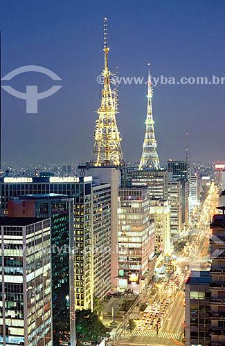 Avenida Paulista à noite - São Paulo - SP - Brasil - 2005  - São Paulo - São Paulo - Brasil