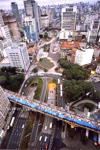 Vista do Viaduto Santa Efigênia (primeiro de baixo pra cima) e o Vale do Anhangabaú na cidade de São Paulo - SP - Brasil  - São Paulo - São Paulo - Brasil