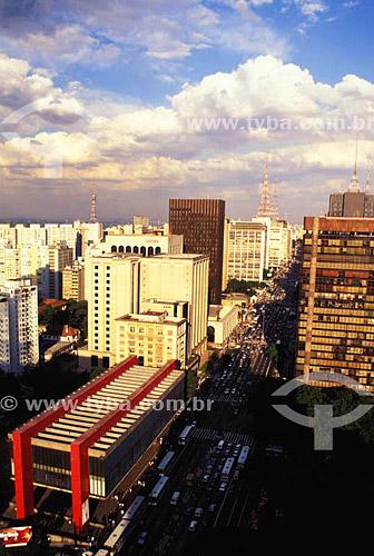 Vista aérea da Avenida Paulista - MASP (Museu de Arte Moderna de São Paulo)  à esquerda e torres de telecomunicação ao fundo - São Paulo - SP - Brasil - 2003 O  museu é Patrimônio Histórico Nacional desde 08-07-1980.  - São Paulo - São Paulo - Brasil