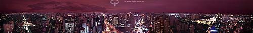 Vista de 360 graus noturna da cidade de São Paulo com suas avenidas, carros em movimento e prédios iluminados- SP - Brasil  - São Paulo - São Paulo - Brasil