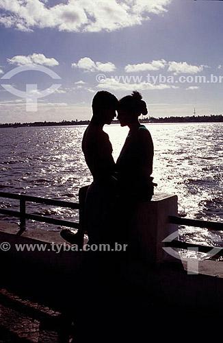 Silhueta de casal na Ponte do Imperador - Aracajú - SE - Brasil. Data: 2001