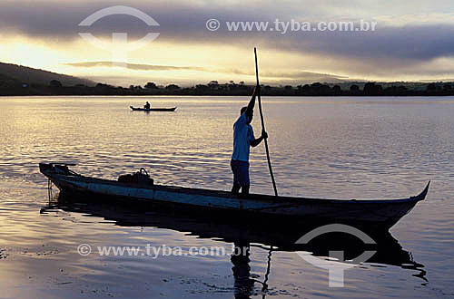Índio Xocó pescando no Rio São Francisco - Ilha de São Pedro - Sergipe - Brasil / Data: 2008