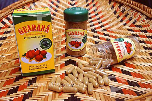 Embalagens de guaraná em pó e em cápsulas, produzidas pela ANAC (Agência de Negócios do Acre - Governo do Acre) para incentivar o mercado deste produto da floresta (maio de 2001)  - Acre - Brasil