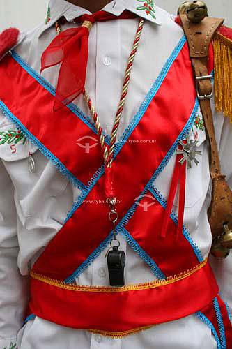 Membro de grupo folclórico de Congada usando roupa característica de capitão - Justinópolis - MG - Brasil  - Ribeirão das Neves - Minas Gerais - Brasil
