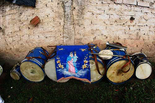 instrumentos musicais do grupo folclórico Moçambique - Justinópolis - MG - Brasil  - Ribeirão das Neves - Minas Gerais - Brasil