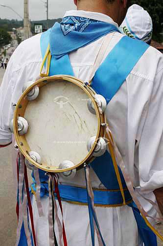 Pandeiro utilizado pelo grupo musical Moçambique - Justinópolis - MG - Brasil / Data: 2005