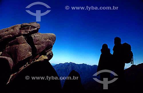Casal subindo o cume do Maciço das Prateleiras - Itatiaia - RJ - Brasil / Data: 2008