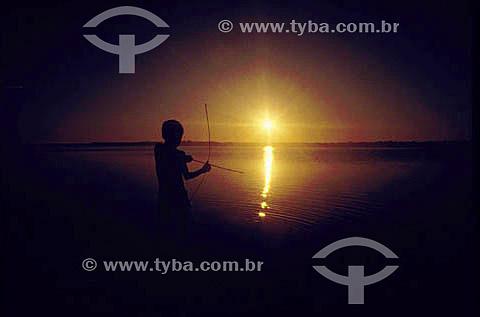 Silhueta de indio com arco e flecha - Araguaia - PA - Brasil  - Pará - Brasil