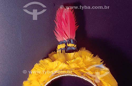 Artesanato indígena - Cocar dos índios caiapós feito com penas