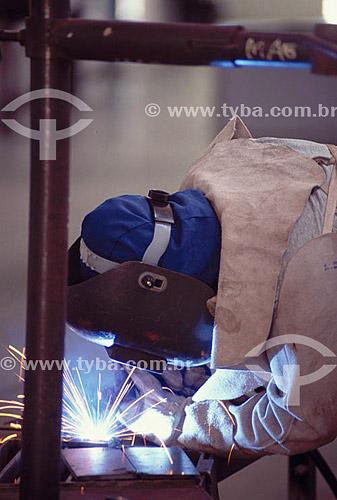 Trabalhador com solda - Rio de Janeiro - Brasil  - Rio de Janeiro - Rio de Janeiro - Brasil